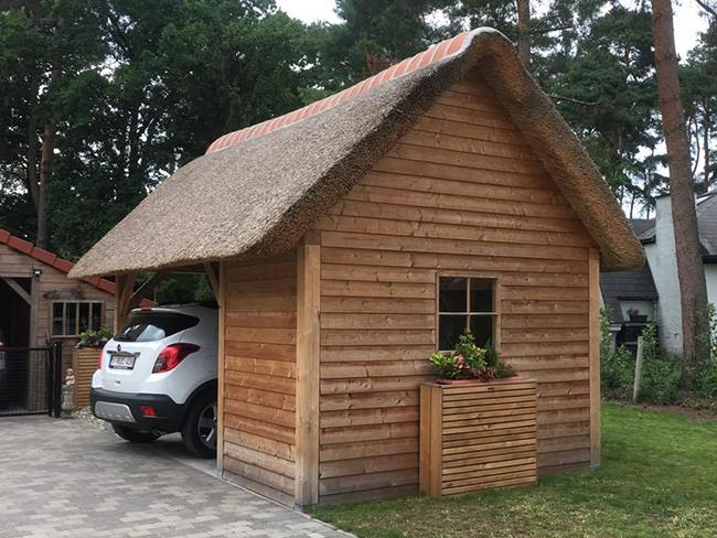 Afdak of carport met rieten dak - Raggers rieten daken