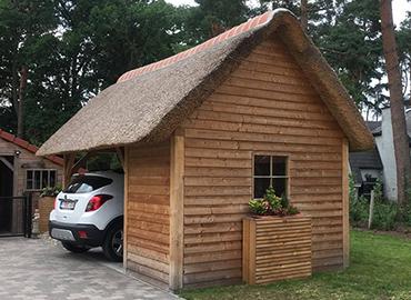 Afdak of carport met rieten dak raggers rieten daken